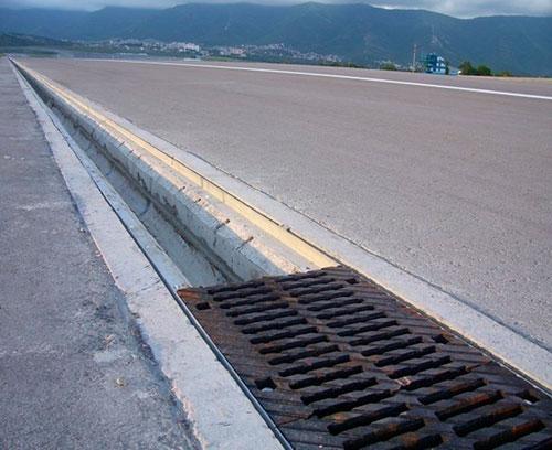 Как сделать отвод стоков с автомобильных дорог эффективным?